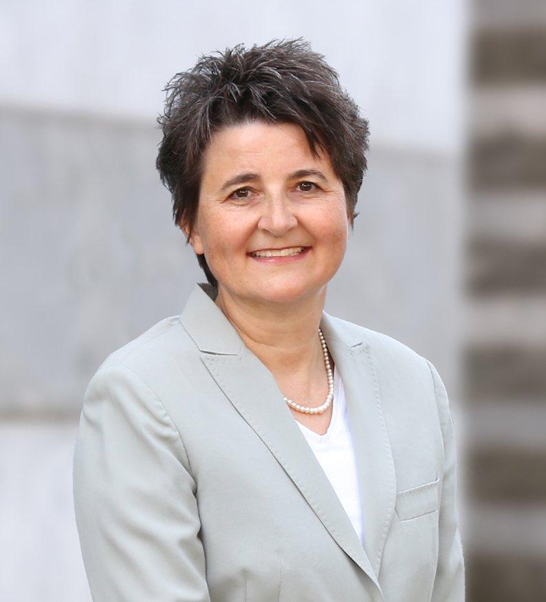 Meine Person: Sandra Waldhauser Advokatin und Mediatorin